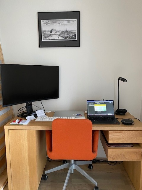 Tomomi at theICEway shares a pic of her remote work station